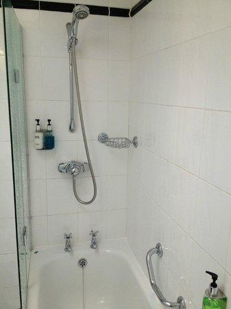 Hotel Penzance : Deep bath and good shower pressure