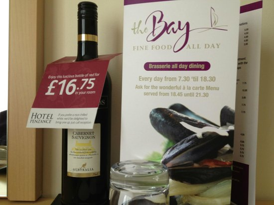 Hotel Penzance : Room service and wine in your room (fee)