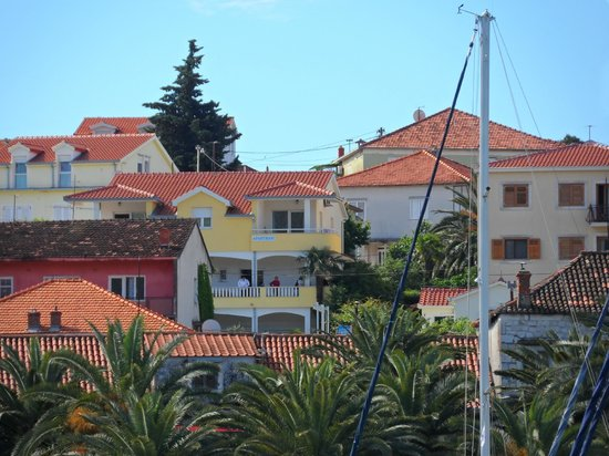 Apartments Kasalo: view of the apartment zoomed in from trogir riva