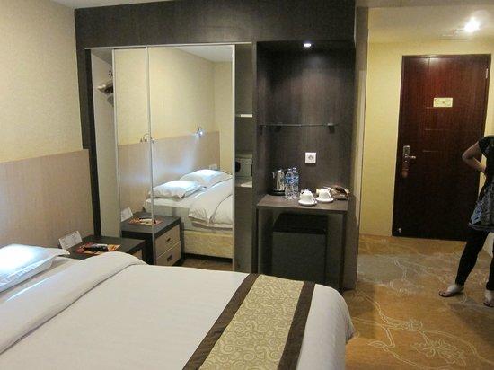 Hermes Palace Hotel Medan - Managed By BENCOOLEN: good quality furnishings - Hermes Palace Hotel Medan