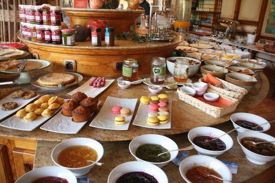 Le buffet du petit d jeuner picture of georges blanc parc spa vonnas tripadvisor - Petit buffet salon ...