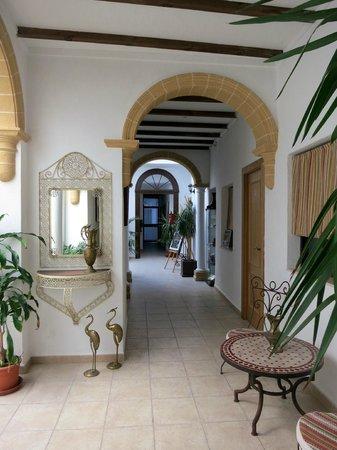 Hostal Fenix: Hotel lobby area