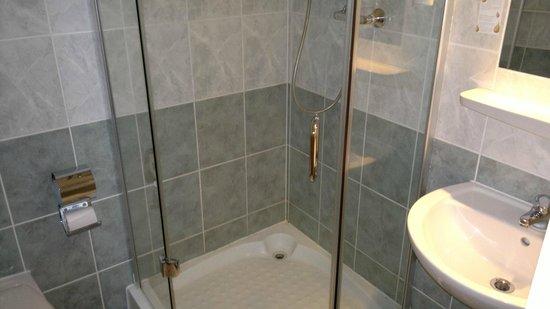 City-Pension Sanader: Bathroom