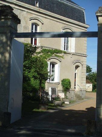 Logis Le Chai de la Paleine : Entrée du Chai de la Paleine à Puy Notre Dame