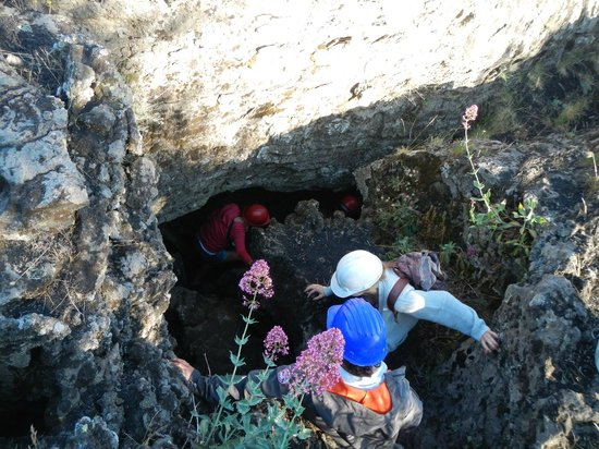 Etna Sicily Touring: Lame cave