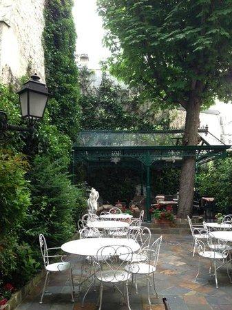 Hôtel des Marronniers : Garden terrace