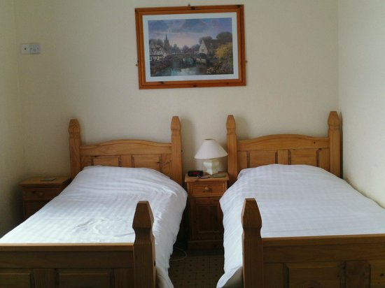The Smugglers Inn: Just as there pic shows. Small but very cozy for my night stay.