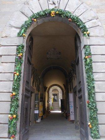 MAEC - Museo dell'Accademia Etrusca : accademia etrusca - portale ingresso
