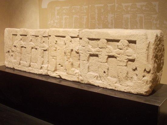 MAEC - Museo dell'Accademia Etrusca : accademia etrusca - lastra funeraria