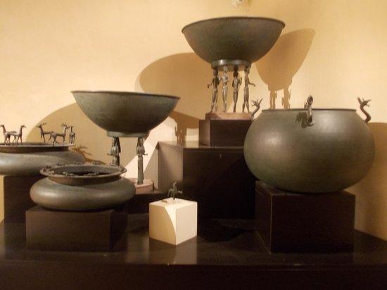 MAEC - Museo dell'Accademia Etrusca : accademia etrusca - vasellame in bronzo