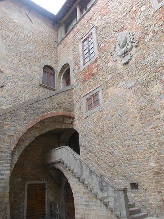 MAEC - Museo dell'Accademia Etrusca : accademia etrusca - cortile interno