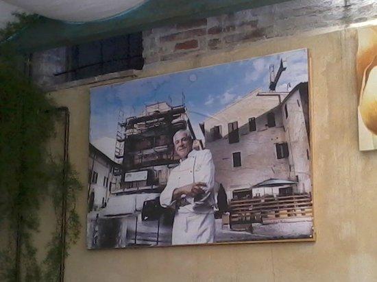 Ristorante Piazza Grande: Il coraggioso Gestore nell'immediato post-terremoto.