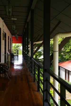 บาซากา ฮอลิเดย์ เรสซิเดนซ์: veranda