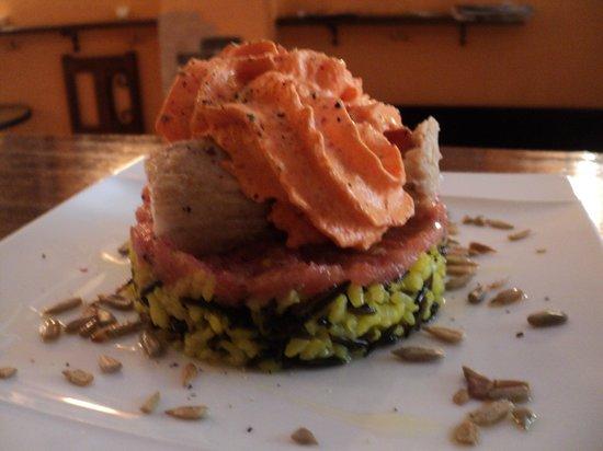 Cassis Bistro : Lomos de bonito sobre arroz salvaje y espuma de piquillos