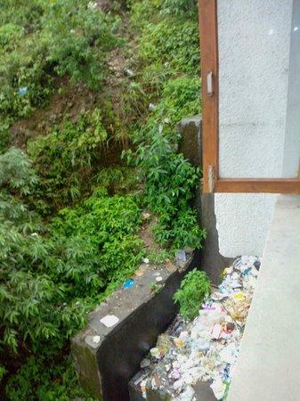 Hotel Shiva Continental : Dumping1