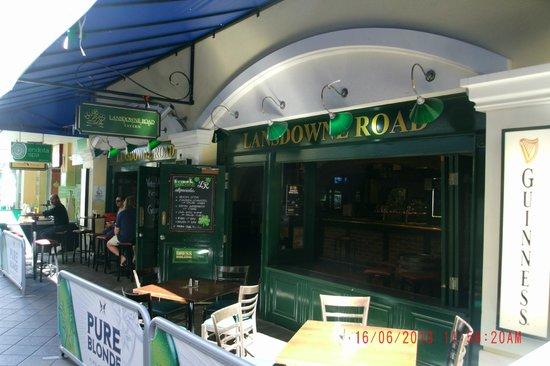 Lansdowne Road Irish Tavern: Pub Facade