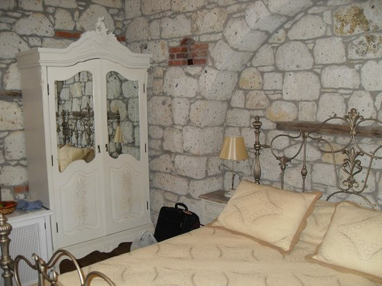 Imren Han Hotel & Mansions: best bed in Turkey!poor other guests must have heard my zzzzz's even through 2ft of stone lol