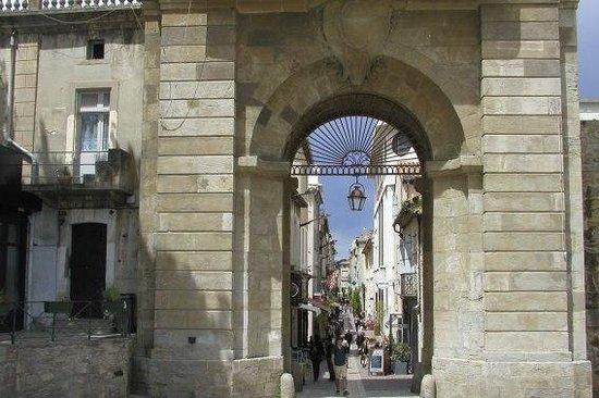 La Bastide Saint Louis: Entrance gate