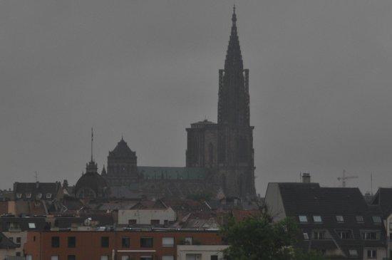Hilton Strasbourg: Vue sur la ville ('Zoomée) de la  chambre.