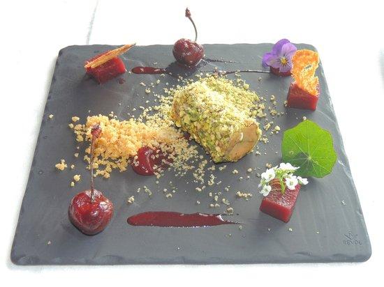 St Kyrans Country House & Restaurant: Ballontine of foie-gras, quatre d'epiece, poached cherries,