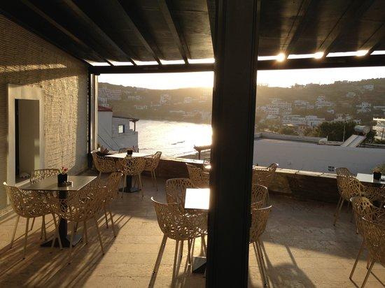 Krinos Suites Hotel: Frühstück unter der Pergola