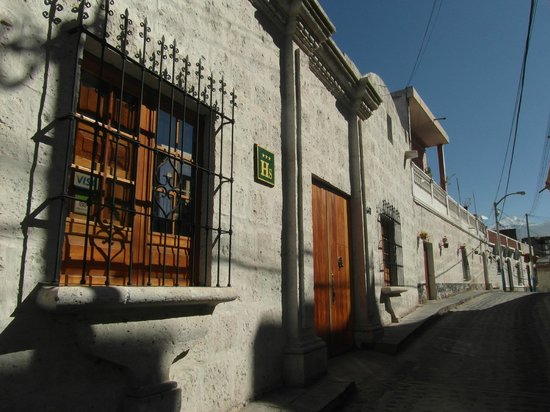 Azul Colonial Inn: Street view