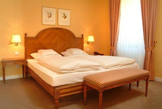 romantik hotel zehntkeller schlafzimmer suite