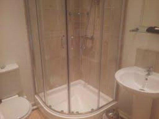 Wickwoods Country Club, Hotel & Spa: Bathroom of Bedroom 2.
