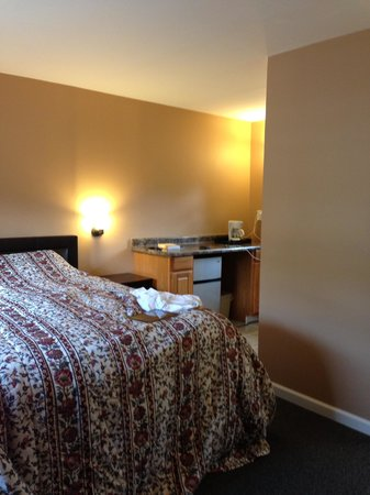 Al & Sally's Motel : Clean--with a coffeemaker!