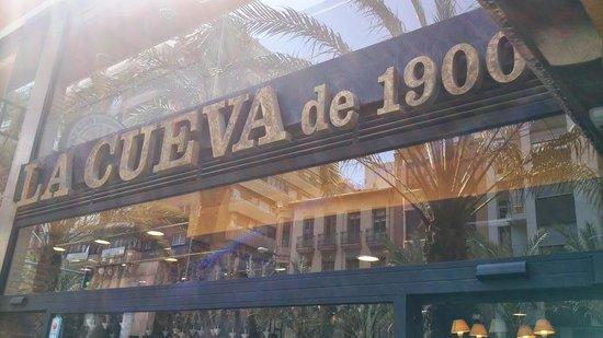 La Cueva de 1900 : Entrada del restaurante