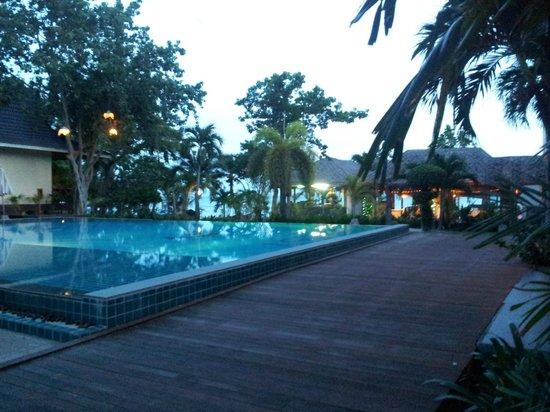 Phi Phi Villa Resort : Piscine extérieure