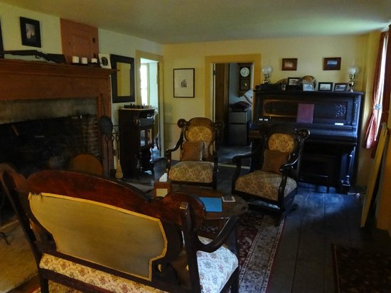 Bed and Breakfast at Taylor's Corner: front room