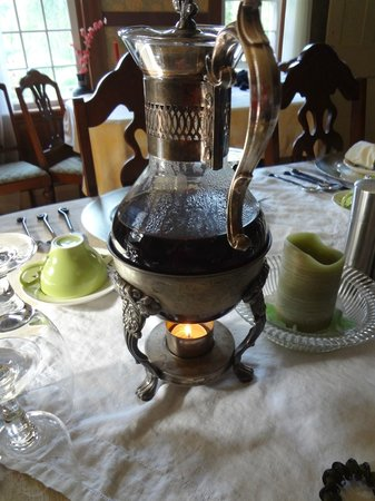 Bed and Breakfast at Taylor's Corner: coffee stays warm