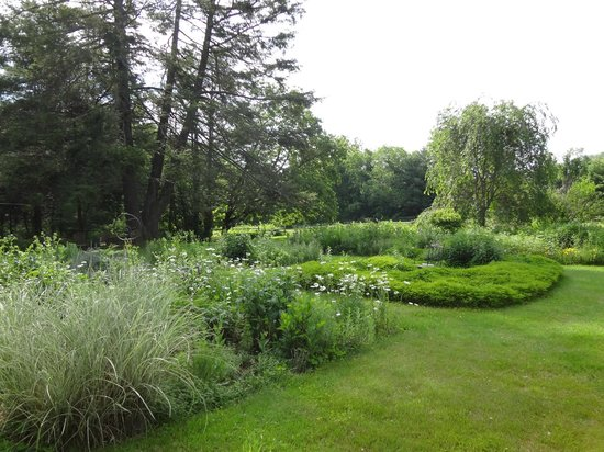 Bed and Breakfast at Taylor's Corner: gardens