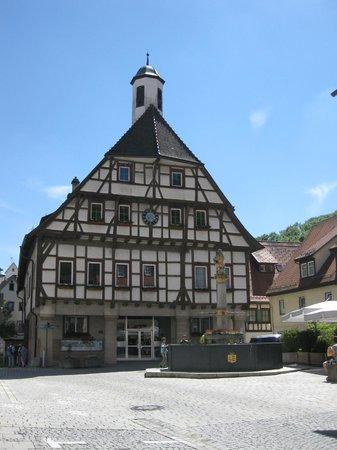 Blautopf: Rathaus in Blaubeuren