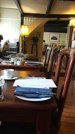 Old Borough Arms Hotel: Breakfast Area.