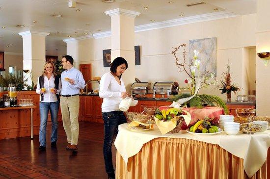 Centro Hotel Residence: Breakfast Room