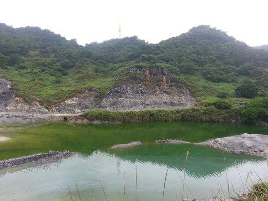 Niunai (Milky) Lake: 牛奶湖之硫磺谷~2