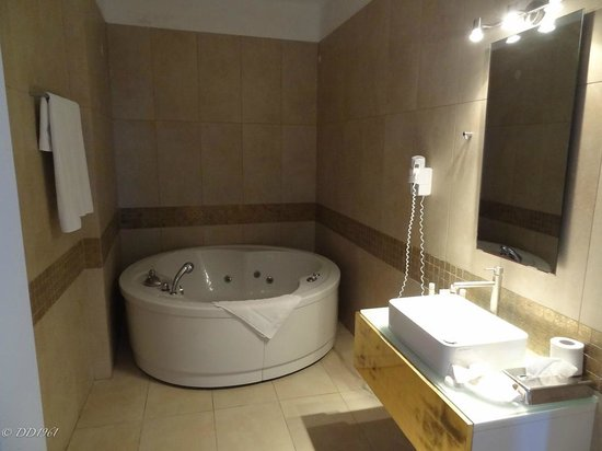 Thermes Luxury Villas: one of the three bathrooms.....