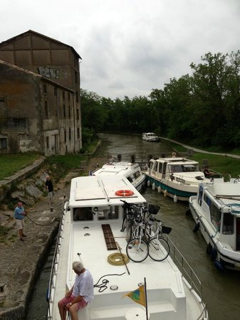 Le Moulin de Trebes : Lock view from the back of the restaurant