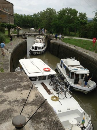 Le Moulin de Trebes : Moving into the lock, view from the dining table
