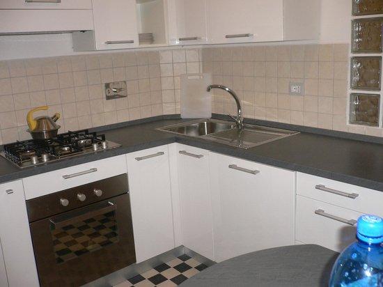 Aurora B&B: kitchen