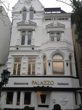 Palazzo: Aussenansicht