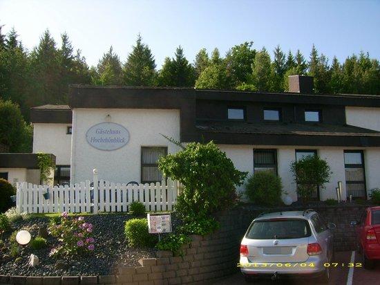 Gastehaus Hochrhonblick: Gästehaus - Ansicht vom Parkplatz