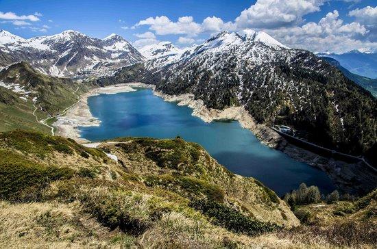 Lago Ritom : Blick auf Lago Ritóm (1850 m) von dem Weg auf Btta di Föisc (2208 m). Im Hintergrund Lago di Cad