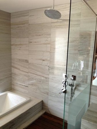 D-Resort Grand Azur: amazing open shower and bath