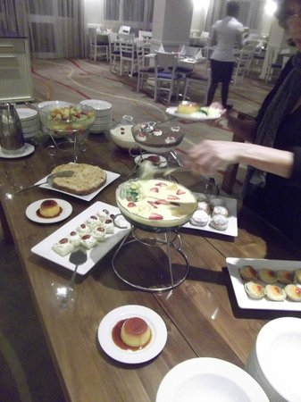 Garden Court O.R. Tambo International Airport : Evening Buffet Dessert Station