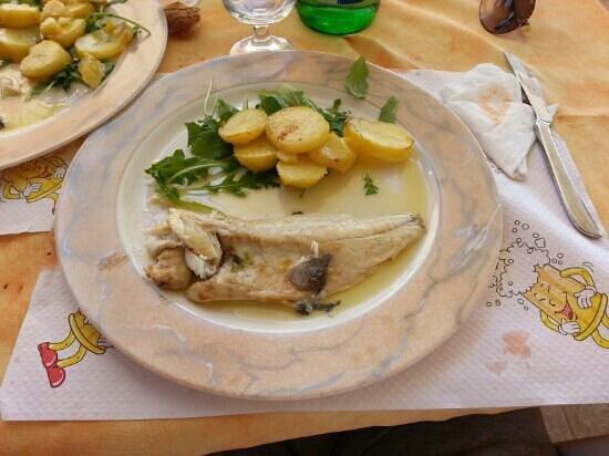 La Capanna: mezza spigola con patate
