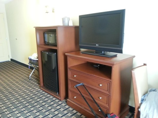 Hampton Inn & Suites Columbia (at the University of Missouri) : entertainment center