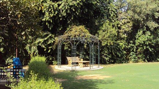 Lutyens Bungalow: the garden gazebo